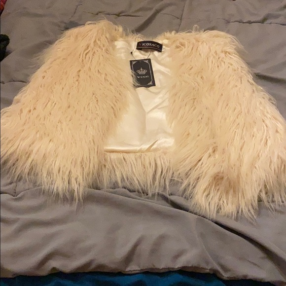 vicosaco Other - Faux fur vest